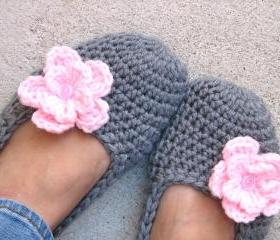 Crochet Women Slippers - Grey with pink Flower, Accessories, Adult Crochet Slippers, Home Shoes, Crochet Women Slippers