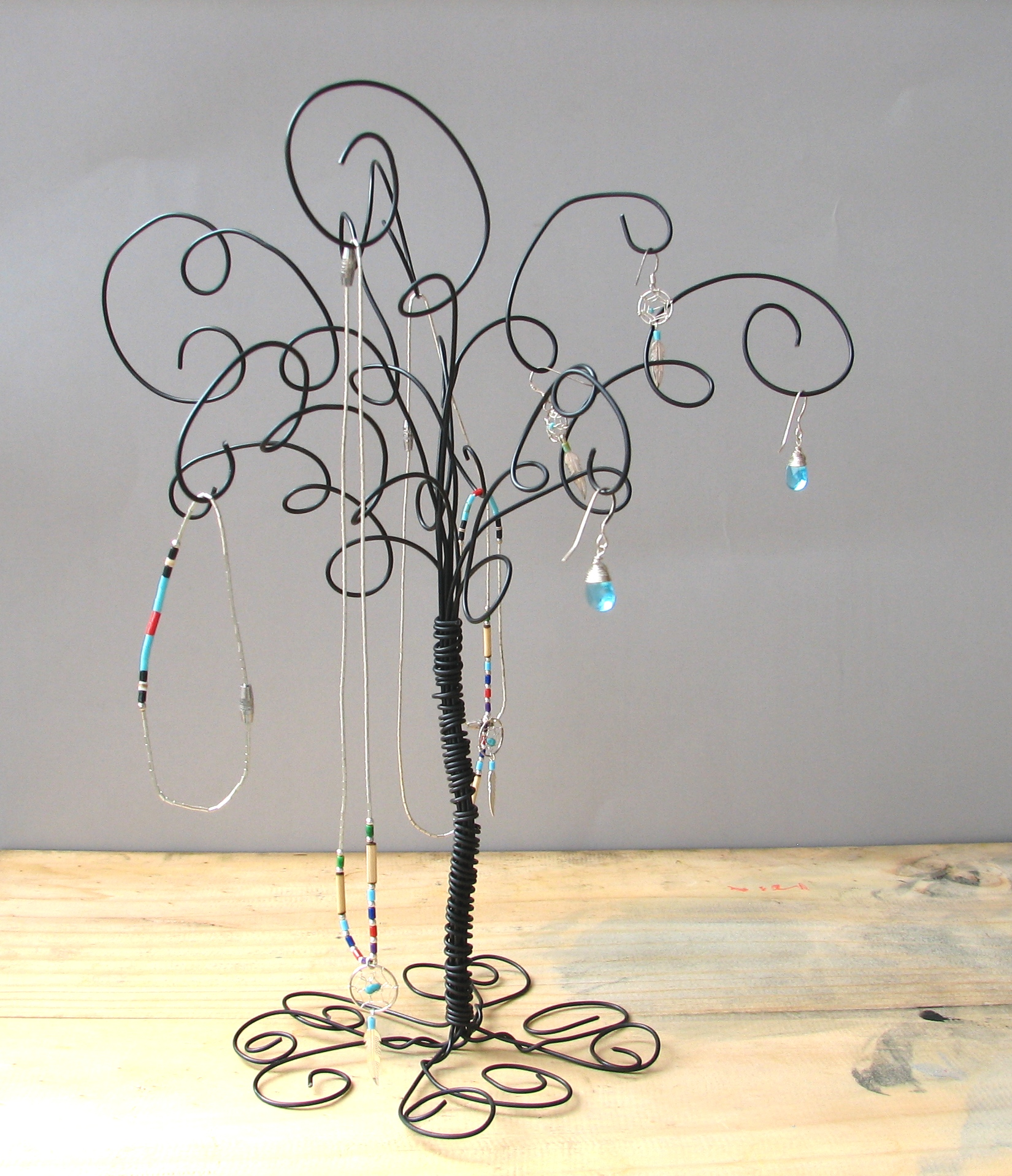 Wire jewelry tree stand earring rings bracelets for Organiser un stand